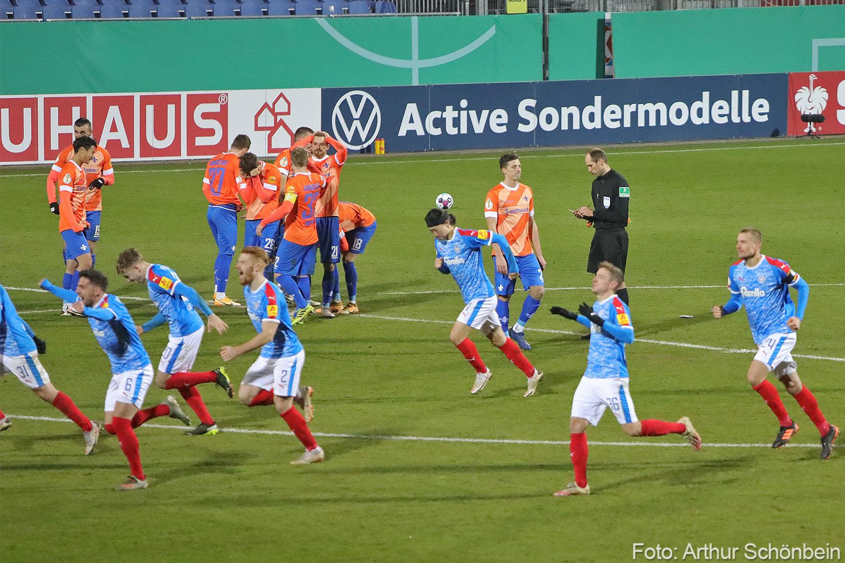 Unsere Fotos vom Pokalspiel bei Holstein Kiel